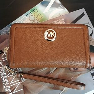 NWT Michael Kors Luggage  Pebble  Leather Wallet